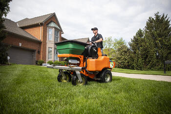 Employee working lawn care job in Cincinnati